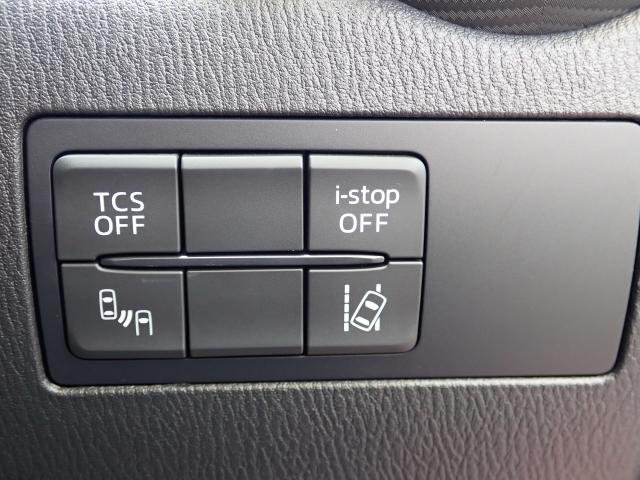 滑りやすい路面で適切な駆動性操縦性を確保するトラクションコントロールシステム、車両後退時や車線変更時等に後方確認支援をするリアクロストラフィックアラート、車線逸脱警報システム等安全装備も付いてます!