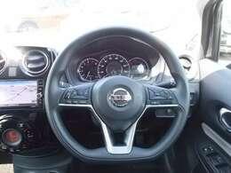 ハンドルは軽やかに回り気持ちよく運転ができます。