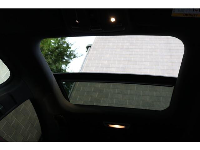 室内により多くの解放感を与えるパノラミックスライディングルーフです♪用途に併せてチルトアップやスライディングと2WAYでご利用頂けます!おタバコを吸わない方でも車内の空気循環などでも活躍します!