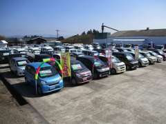 軽自動車だけでも常時50台以上展示♪ぜひ一度ご来店ください。
