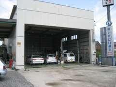 自社認証工場!フルサイズ10t車もすっぽり入って整備できます