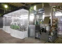 本社工場にはプッシュプル式換気装置、熱循環装置、イオン発生装置付の塗装ブースを設置♪