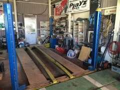 整備工場併設!リフトも完備!万が一のトラブル、修理、車検整備も当店にお任せください!