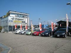 車検・点検整備、修理・塗装、保険等のサービスも引き受けます。