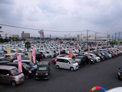 軽自動車だけでも在庫総数は200台以上展示致しております☆