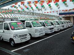 軽トラックも各メーカー取り扱っております。荷台の広さなども車種によって異なりますので展示場でお確かめください。