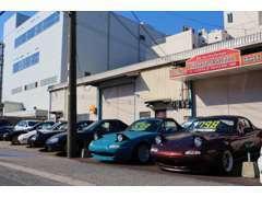 ◆常時20台以上の個性派ロードスターを展示中。全国から車両見学だけのご来店もございます。お気軽にどうぞ♪