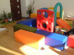 キッズスペースあり!お子様がいらっしゃる時も安心してクルマ選びできますよ。