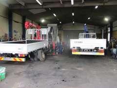 トラック4台が入る当社併設整備工場です