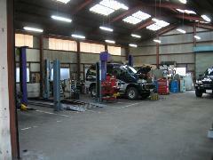 本社奥にある整備工場です。設備と技術に自信があります。