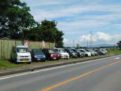 県道235号線(益城菊陽線)沿いにも展示しております。