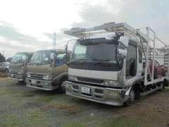 ローダウン車対応の2台積みキャリアカー、4台積みキャリアカー完備であらゆる状況にも対応可能です。