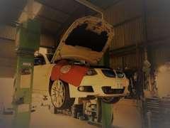 国産・輸入車を問わず対応している各種テスターを完備していますので、購入後の整備もお任せ下さい。