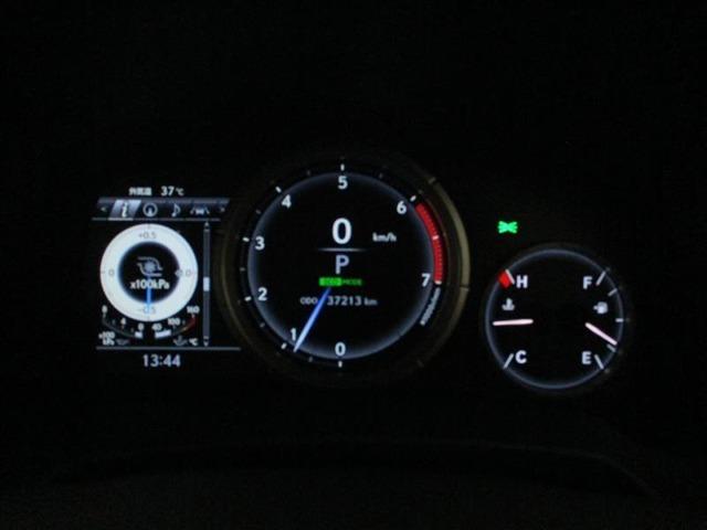 イグニッションON!で文字盤自体が鮮やかに発光するオプティトロンメーター!!中央のディスプレイには、平均燃費・外気温・航続可能距離等いろいろな便利な情報が表示されます!