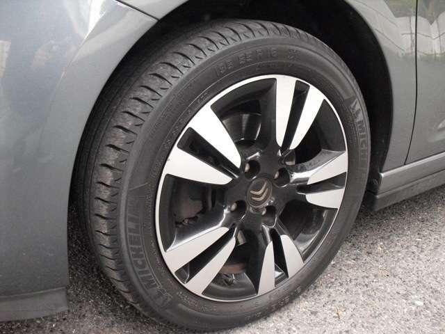 アルミホイールです。タイヤの山もまだまだ大丈夫です。ご心配な方はタイヤパックもお勧めです。