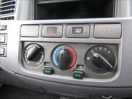 マニュアルエアコンで車内も快適!