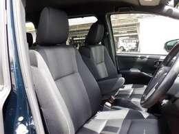 厚みがあって、座り心地のいいソファのようなシート♪♪運転席も助手席も、リラックスしてゆったりと座れます(^^)