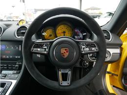 ●アルカンターラ GTスポーツステアリングホイール/PDKレバー●マルチファンクション ステアリングホイール ヒーター付き●