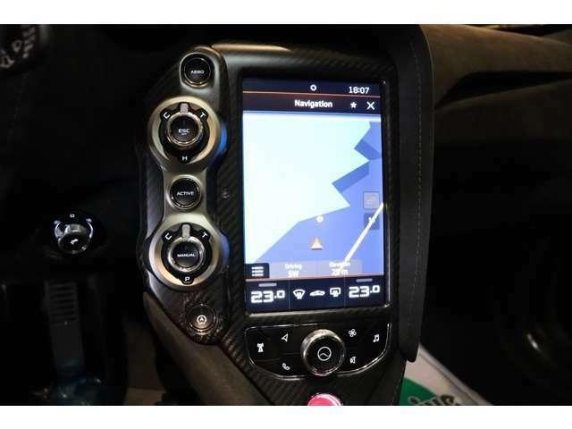 「コンフォート」「スポーツ」「トラック」の3種類のモードから様々なドライビングをお楽しみいただけます。
