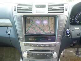 操作がカンタンで 扱いやすい純正HDDナビ装備。ドライブも楽しくなります。便利な左右独立オートエアコンは設定温度を合わせるだけで、自動で車内を快適な空間にしてくれます。