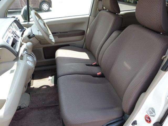 シートの傷み等少なく、車内もキレイです