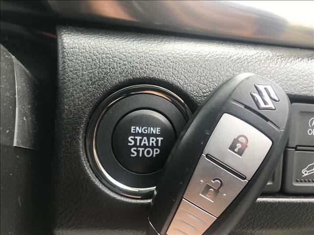 キーを身につけている状態なら、ドアに付いているスイッチを押すだけで、ドアロックの開閉ができる機能。エンジン始動も便利です。