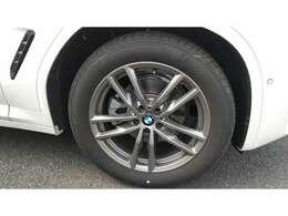 BMW純正アロイホイールはモデルやパッケージに合わせてデザインされています。洗練されたデザインで、足元の個性を引き立てます。