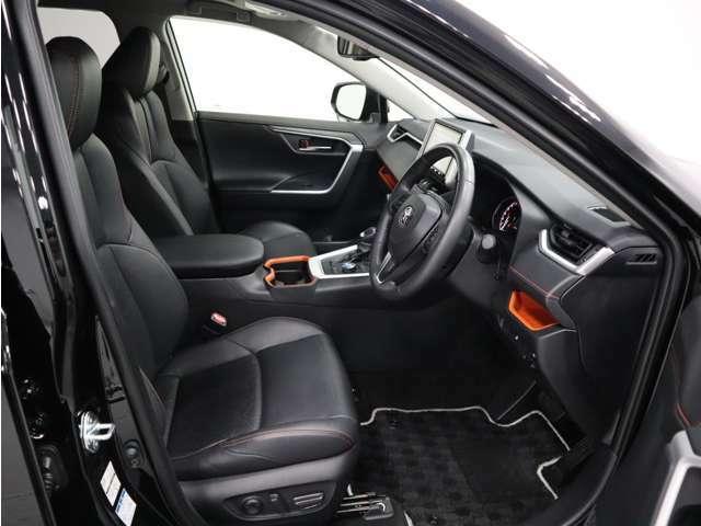 運転式は電動シートとなっておりますので、ご自身の最適なシートポジションに設定することができますね♪