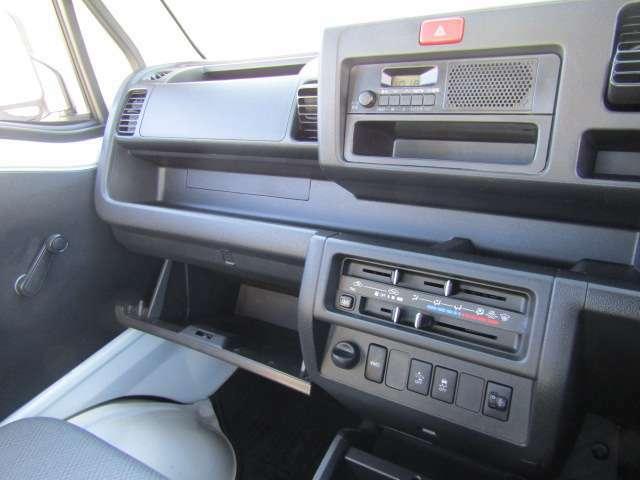 【小物入れも充実!】車検証や小物など使い勝手◎で快適便利ですね。