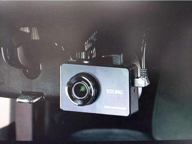 Bプラン画像:エンジン始動からエンジン停止まで、録画致します。また、万が一の現場を車載カメラが録画致します。ご希望により、後方にも取り付けが可能です。