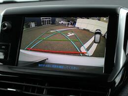 バックカメラに加え、リアバンパーに内蔵されたセンサーが後方の障害物との距離を検知するバックソナーも装備しております。