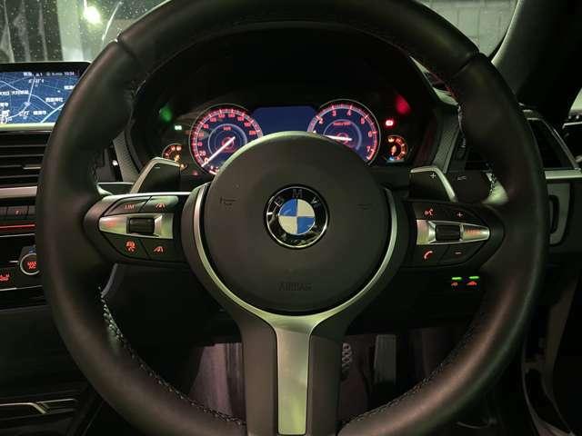 ステアリングホイールにオーディオ・リモート・コントロール・ボタンを配置。手を離さず、素早く安全に操作することができます。