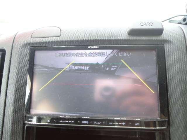 バックカメラ付きでモニター越しに周囲の安全を確認して下さい。