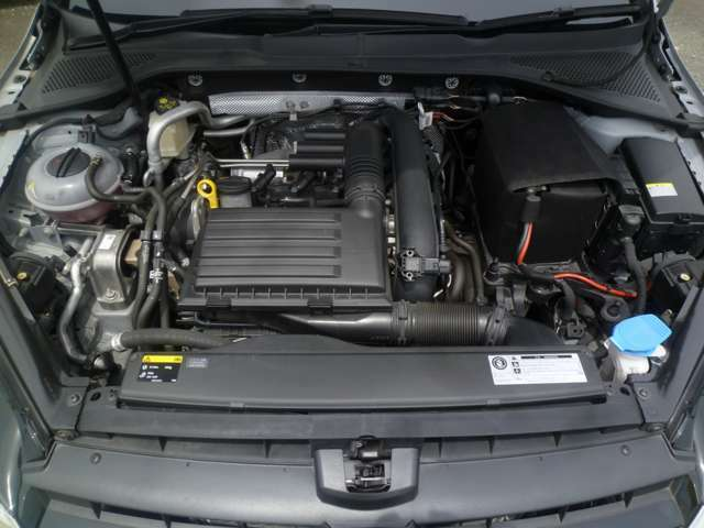 直列4気筒DOHC16バルブICターボ・出力 105ps(77kW)/4500ー5500rpm・トルク 17.8kg・m(175N・m)/1400ー4000rpm(カタログ値)