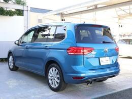 リヤガラスにはUVカット機能付きのダークティンテッドです。日差しの抑制と後部座席のプライバシーを守ります。