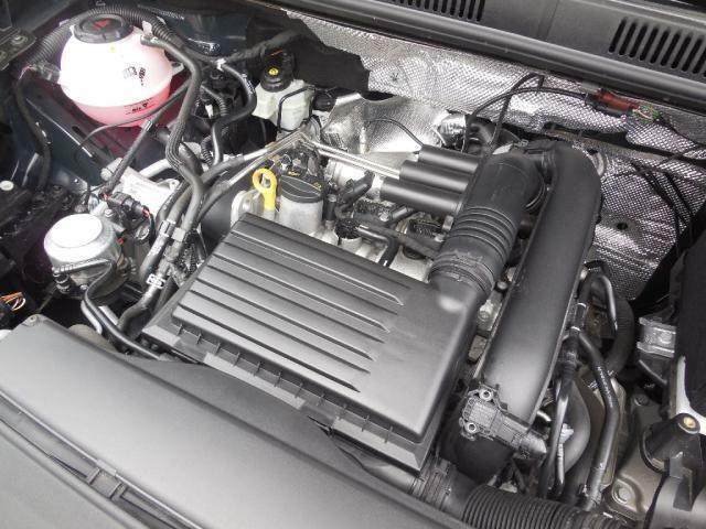 1.4L TSIエンジン。ダイレクトインジェクション(直噴)と水冷式インタークーラー+ターボ(過給)で優れた燃焼効率と高いトルクを発揮します。高いパフォーマンスのエンジンです。