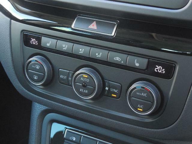 3ゾーンフルオートエアーコンディショナー。センサーが排気ガスなどを検知すると、自動的に内気循環に代わる機能が装備されています。快適で安全な室内を自動で調整&管理します。