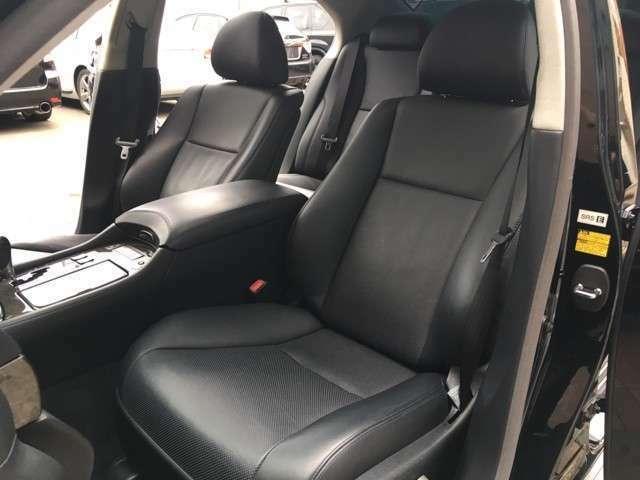 前席はコンフォータブル・エアシート&シートヒーター装備( ^ω^ )レザーシート表面を温めたり冷やす事が可能♪夏場に汗ばんだり、冬場は冷たいなんて事とも無縁です(>_<)
