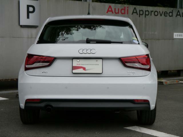 Audi認定中古車センターの展示場で常時100台の在庫をそろええ皆様のご来場をお待ちしております。展示車両のご試乗も可能ですので、どうぞお気軽にお申し付けください。