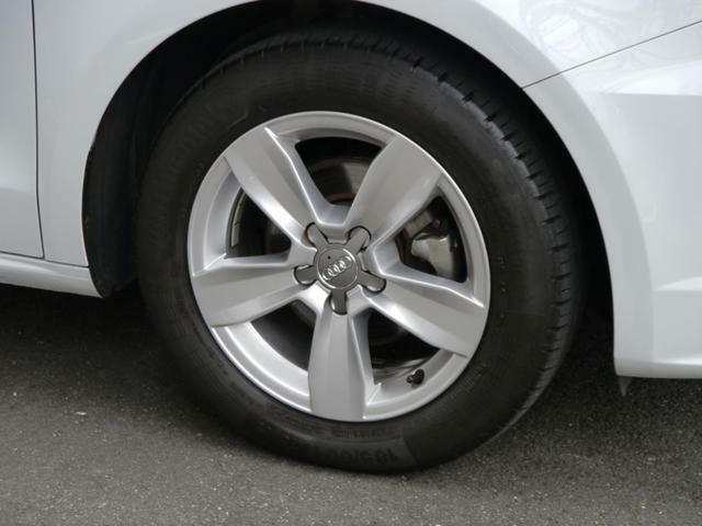 全車両に標準装備の純正アルミホイールは、純正ならではのバランスの良いデザインと、走行安定性をお楽しみ頂けます。-3925