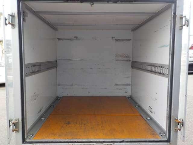 納車前に再度入念に整備をしますので、安心してお乗り頂けます。外装も内装も確りと清掃していますのでので、お客様に満足して頂けるのではと思っております。無料通話(携帯可)0066-9711-944435