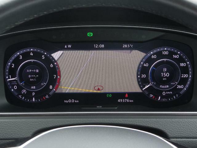 """デジタルメータークラスター""""Active Info Display""""TFT12.3インチ大型ディスプレイ、数種類のモードからグラフィックを選択できます。タコメーターとスピードメーターの間にナビ表示がで"""