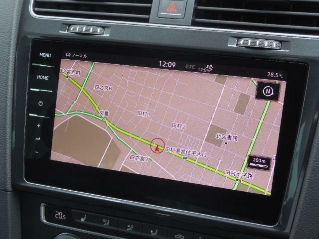 Volkswagen純正インフォティメントシステムDiscover Pro。9.2インチ大型全面タッチスクリーン。手のひらをかざして画面操作を行うジェスチャーコントロールを搭載。ディスプレイですべてを操作できます。