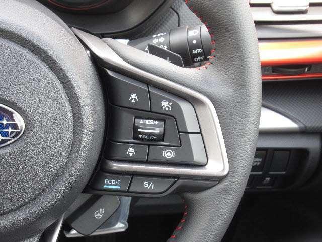 全車速追従レーダークルーズコントロール付!アクセルを踏まなくても先行車の適切な車間と設定した速度を維持できます!高速道路の走行が楽に!!