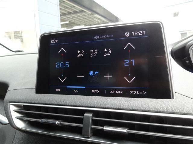 8インチタッチスクリーン 多彩な情報表示と操作機能を集約 ■エアコン操作(左右独立調整式オートエアコン) ■メディア再生 ■ハンズフリー通話 ■ドライバーアシスタンス ■ナビゲーション(オプション)