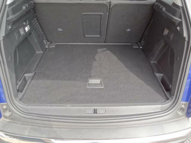 SUVならではのラゲッジスペース。大きな荷物も楽に積んで頂くことができます。リアシートバックを折りたためばさらに大容量でフラットなスペースになります。