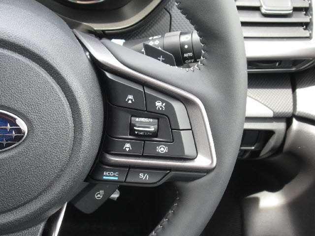 全車速追従レーダークルーズコントロール付!アクセルを踏まなくても先行車との適切な車間と設定した速度を維持できます!高速道路の走行が楽に!!