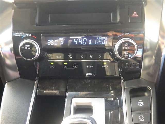 このオートエアコンなら、スイッチひとつで自動で車内の温度を快適に保つことが出来ますよ♪ リアエアコンも付いていますよ♪