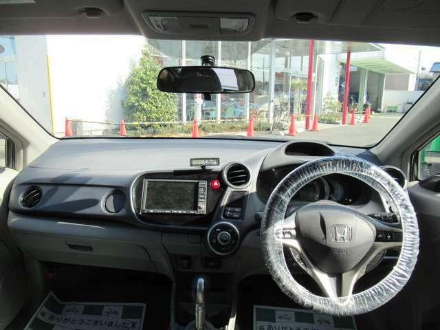 インパネ周りのお写真です。 視界が広く運転もしやすくなっております。