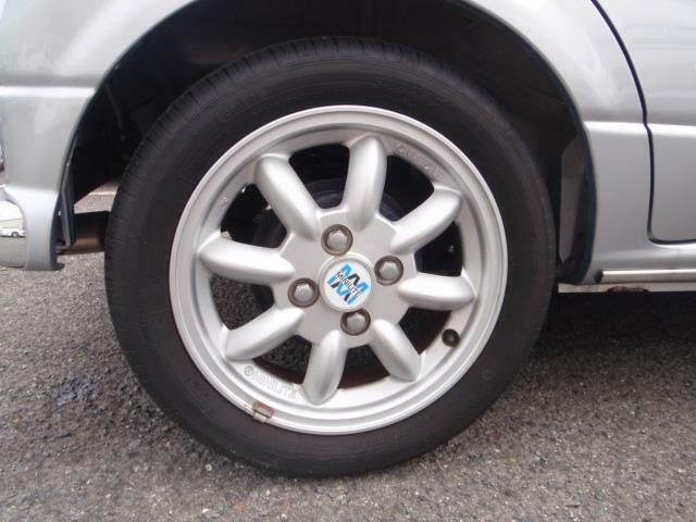 ミラジーノは13インチのタイヤサイズが基本ですがミニライトスペシャルでは14インチが標準サイズになりミニライト社製のアルミホイールが標準装備になります!